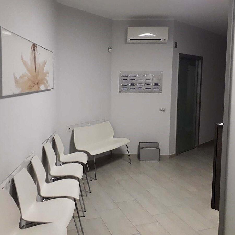 sala-attesa-cliniche-bosso-indolfi.jpg